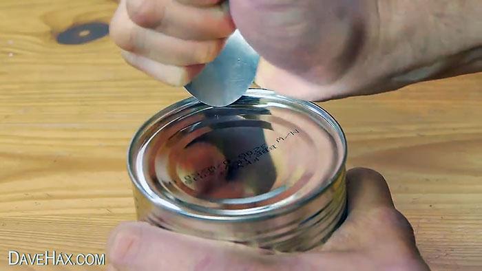 Как открыть консервную банку ложкой