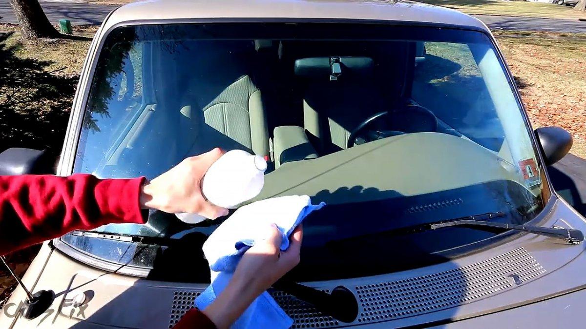 Простой ремонт скола на лобовом стекле автомобиля, доступный каждому автовладельцу