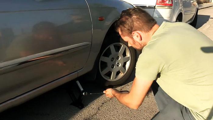 1564141916 1 - Интересный способ завести автомобиль с разрядившимся аккумулятором