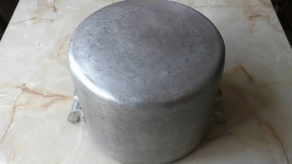 Как легко очистить грязную кастрюлю от нагара