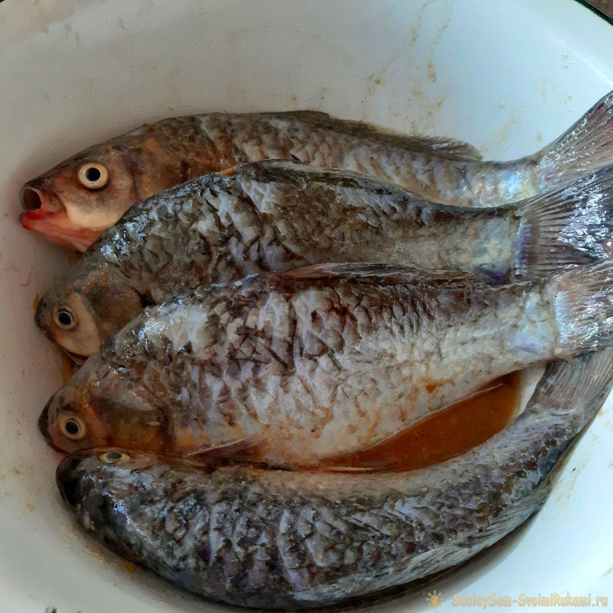 Готовим речную рыбу на костре - жаренный карась пальчики оближешь