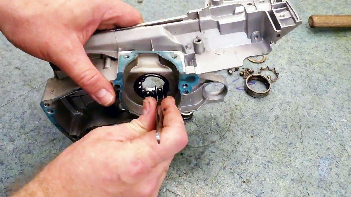 Как выбивать обойму подшипника из корпуса без спец инструмента