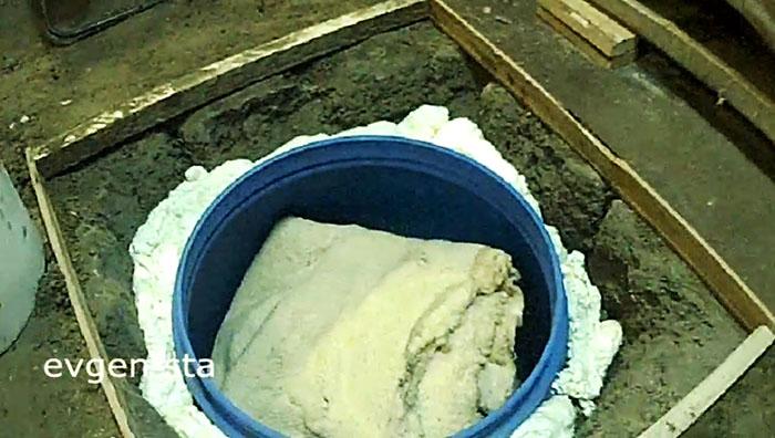 Как сделать мини-погреб из бочки в гараже, на даче