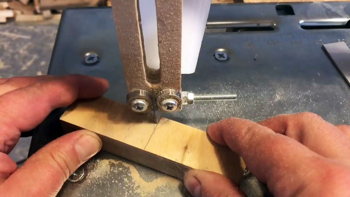 Самоцентрирующийся кондуктор для присадки шкантов