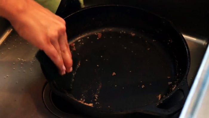 1564745308 12 - Очищаем чугунную сковородку от нагара