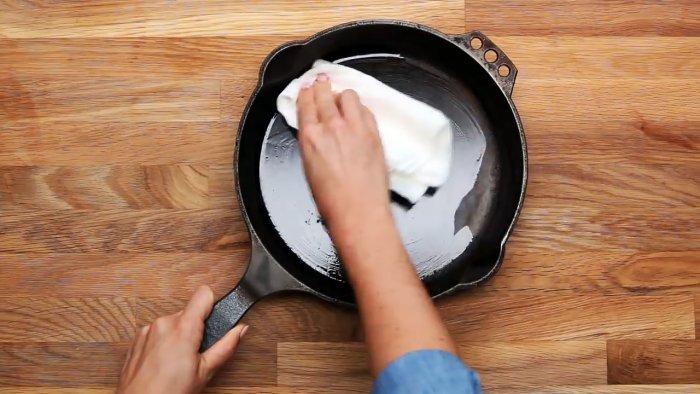1564745343 6 - Очищаем чугунную сковородку от нагара