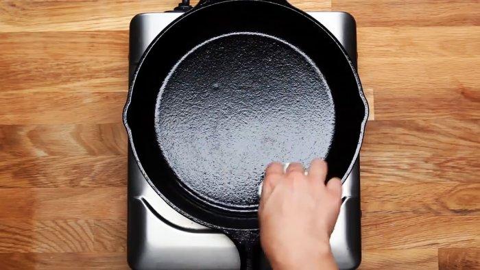 1564745389 15 - Очищаем чугунную сковородку от нагара