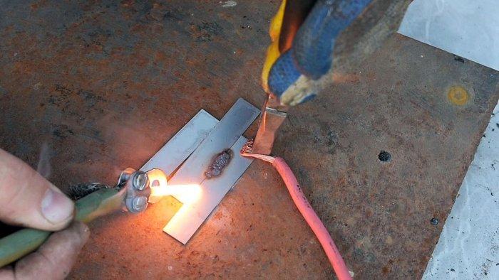 1565089724 9 - Как сварить тонкий металл при помощи батарейки