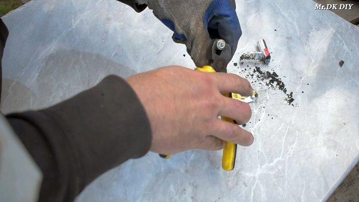 1565089738 2 - Как сварить тонкий металл при помощи батарейки