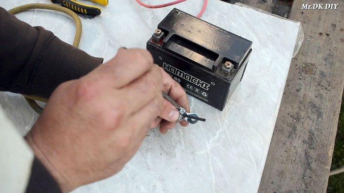 1565089757 5 - Как сварить тонкий металл при помощи батарейки