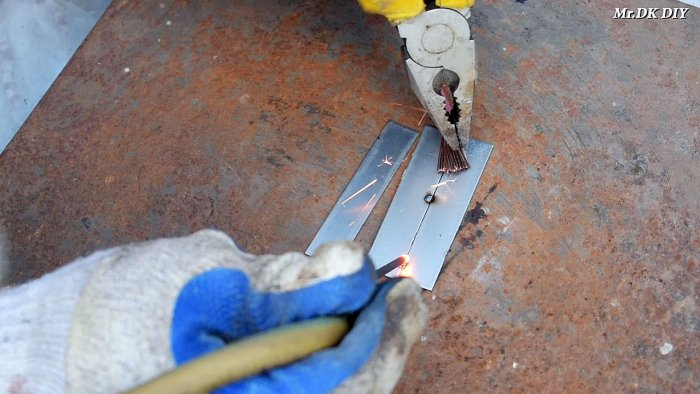 1565089762 10 - Как сварить тонкий металл при помощи батарейки