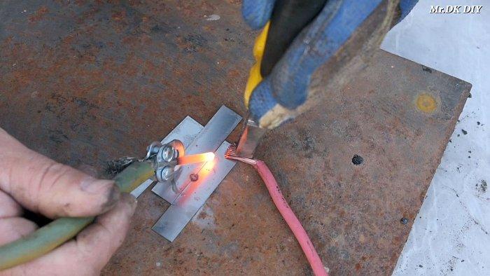 1565089782 8 - Как сварить тонкий металл при помощи батарейки