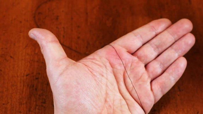 1565674277 3 - Как легко продеть нитку в ушко иголки