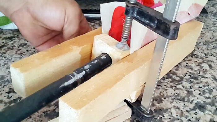 Как сделать удобную ручку для инструмента из крышек от ПЭТ бутылок