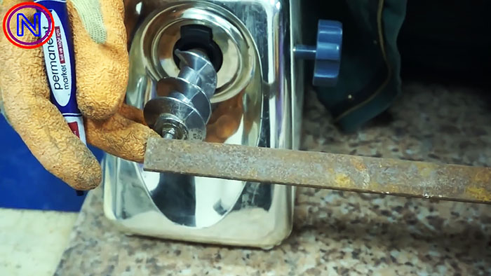 Станок для резки металла из электрической мясорубки