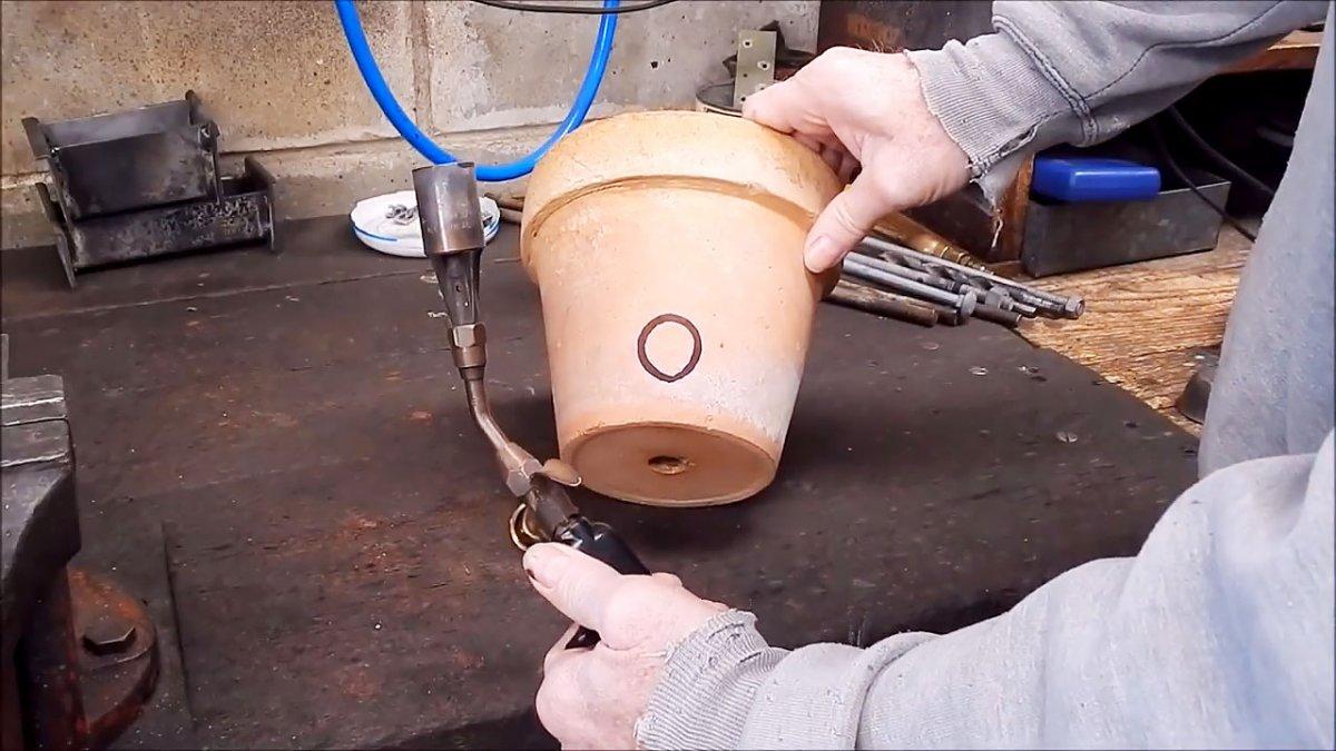 Как расплавить алюминий в цветочном горшке