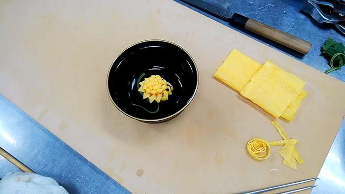 Как сделать цветок из яйца
