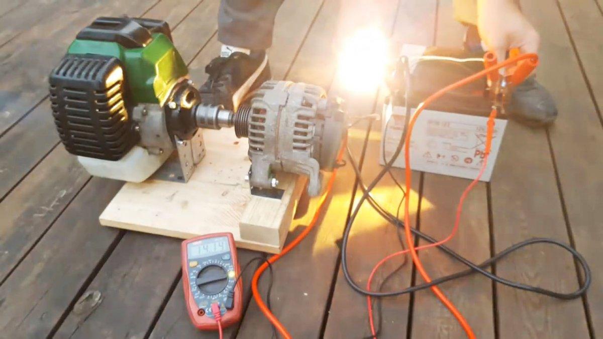 Простой бензиновый генератор из доступных деталей своими руками