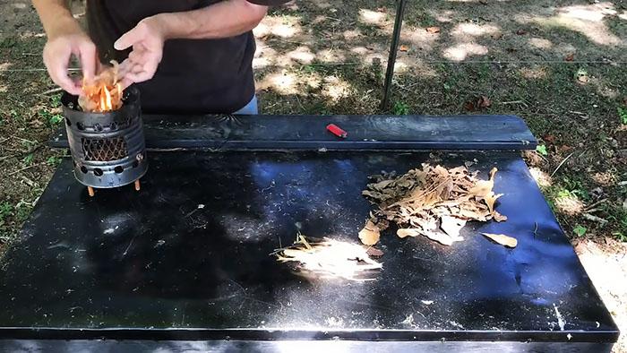 Как развести огонь пустой зажигалкой