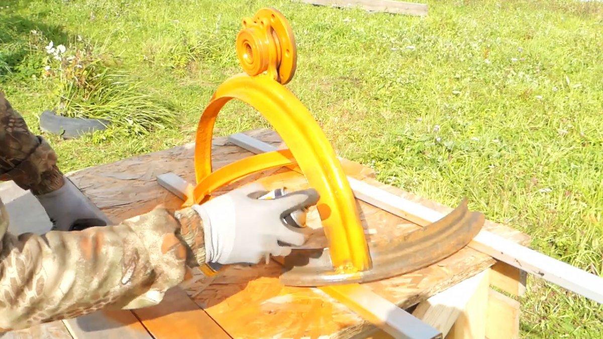 Катушка для садового шланга из автомобильного диска своими руками