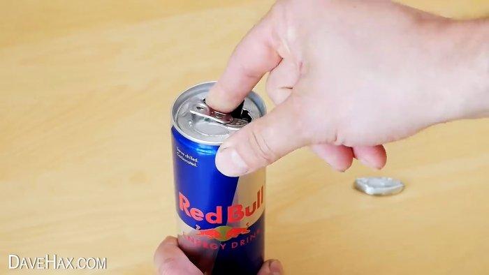 Как проткнуть алюминиевую банку пальцем