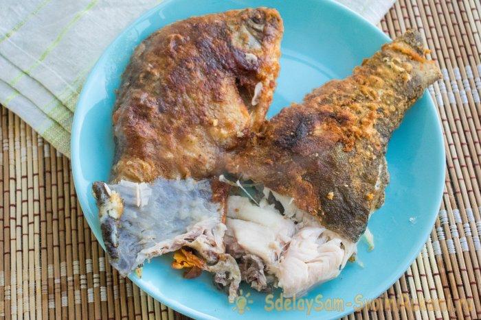 Как пожарить рыбу целиком на сковороде с хрустящей корочкой