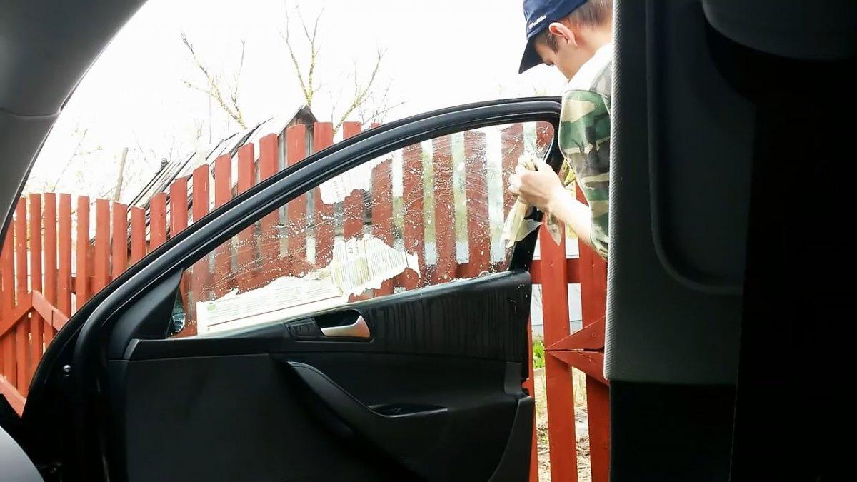Как удалить клей после снятия тонировки с автомобильных стекол