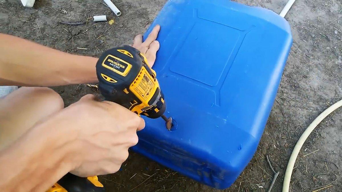 Как врезать штуцер в пластиковую канистру