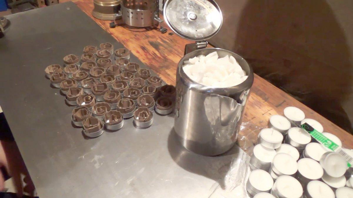 Делаем свечу для туризма из чайной