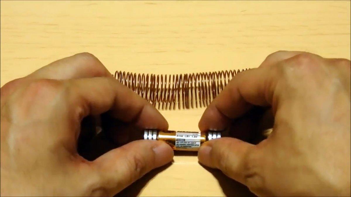 Самый простой электропоезд на батарейке, эксперимент на который стоит взглянуть