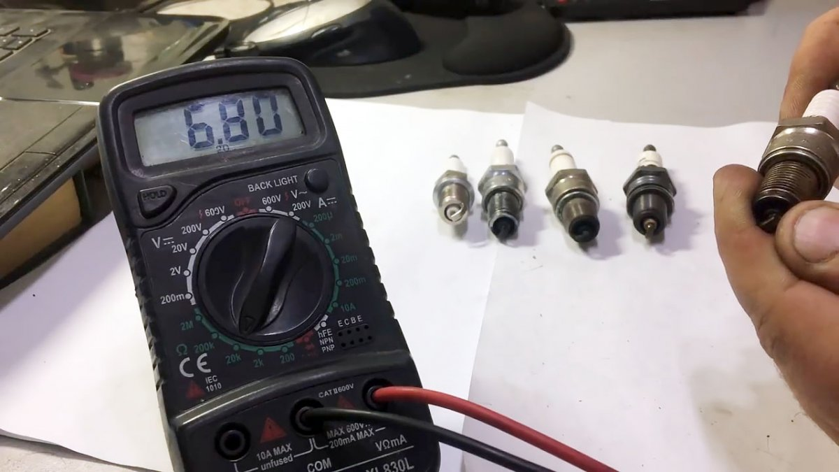 Как проверить свечи мультиметром и что важно знать при их замене