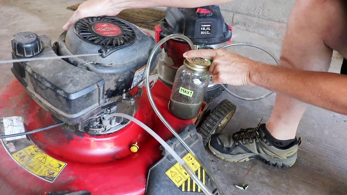 Приспособление для быстрой замены масла в бензотехнике