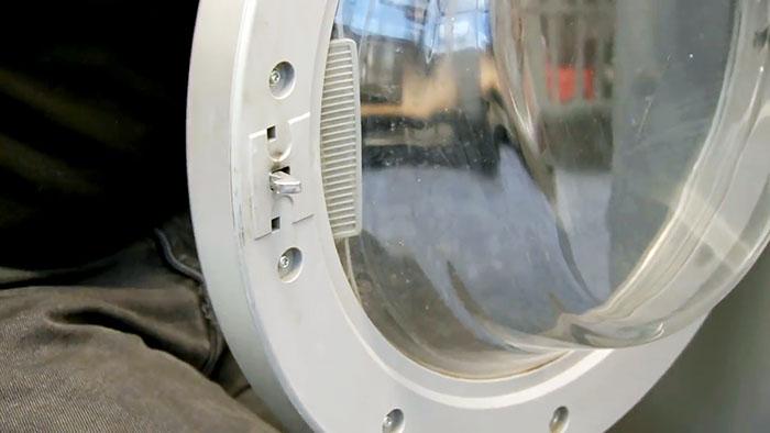 4 способа открыть дверцу стиральной машинки если ее заклинило