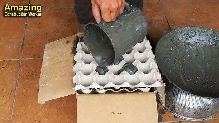 Цветочный горшок из цемента и лотков от яиц