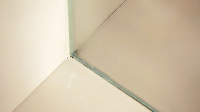 Как без лишней мороки заменить силиконовые швы в ванной