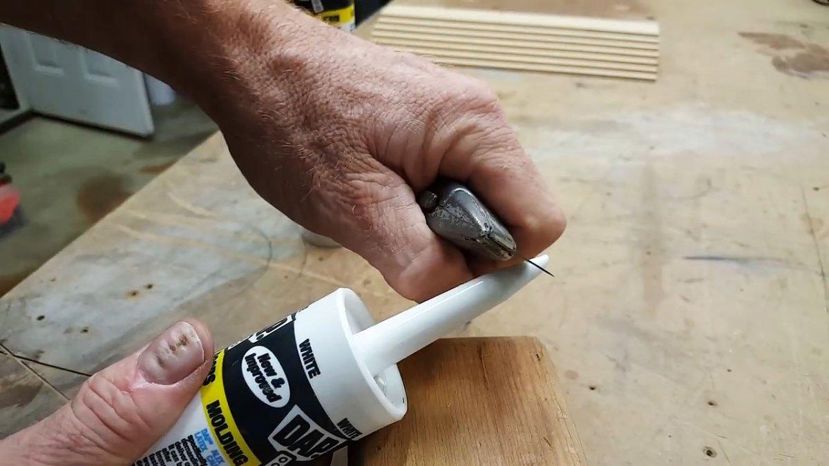 Как правильно открыть тюбик силикона, чтобы выполнить работу качественно