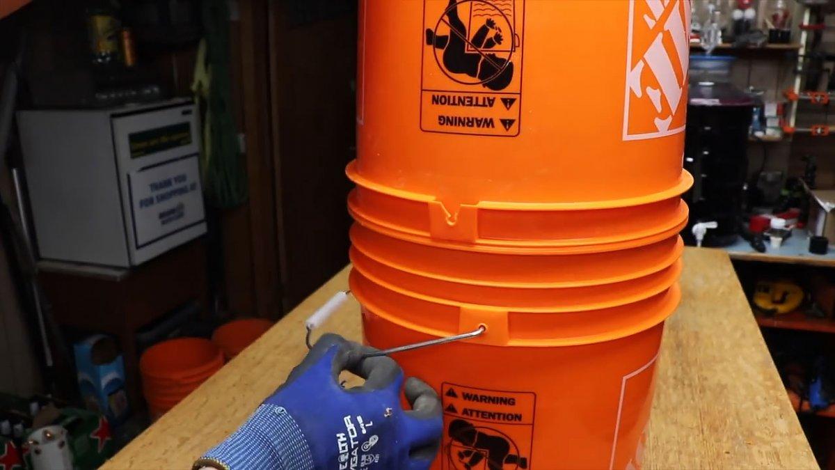 Простой и дешевый циклонный пылеуловитель для пылесоса из двух ведер