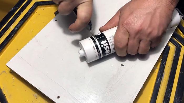 Как извлечь из тубы с герметиком застывшую пробку