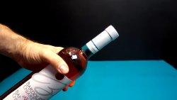 Как открыть бутылку зажигалкой, самый элегантный способ