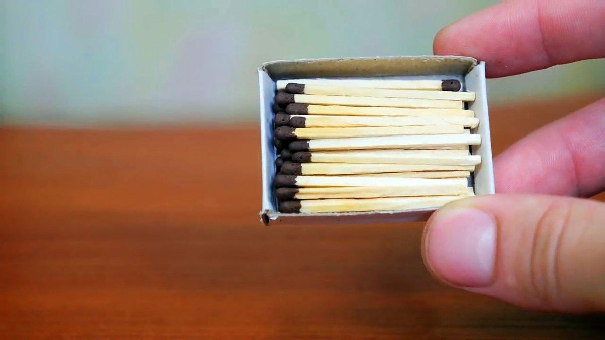 Как зажечь спичку об спичку без чиркаша