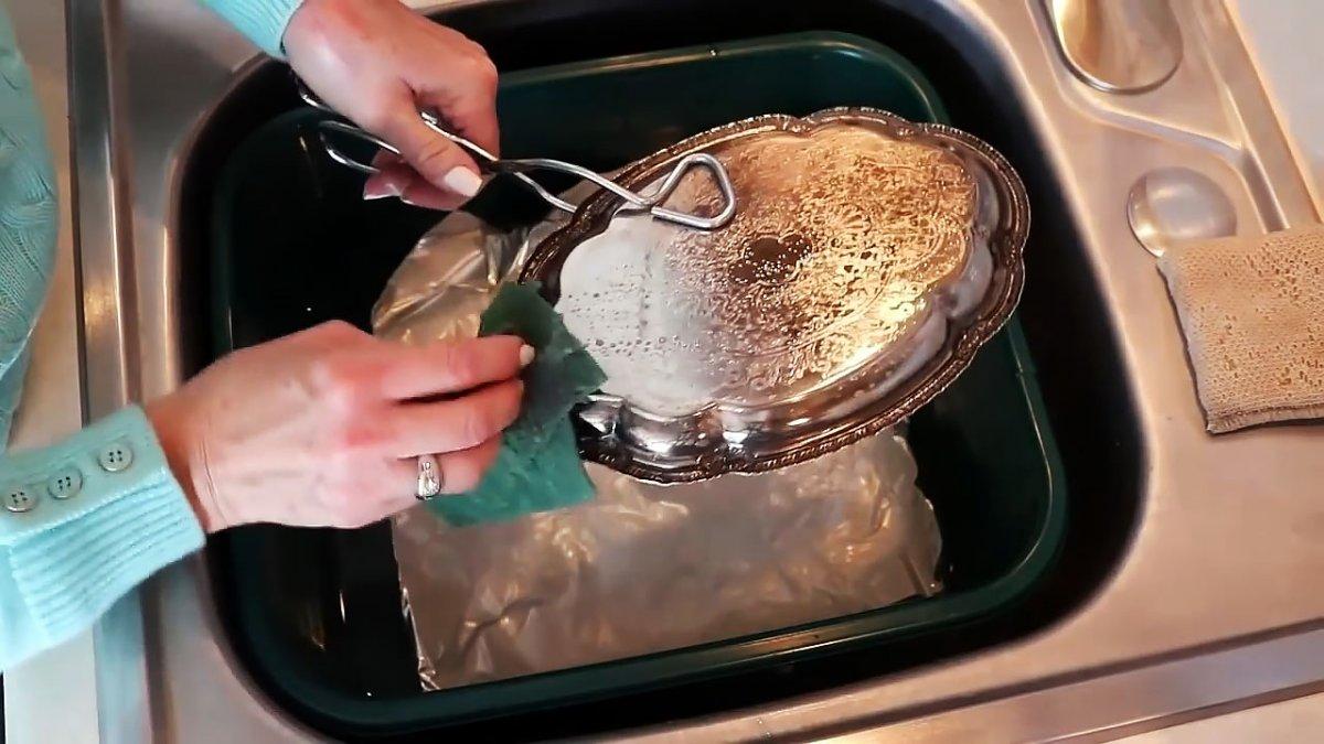Как очистить столовое серебро и украшения в домашних условиях