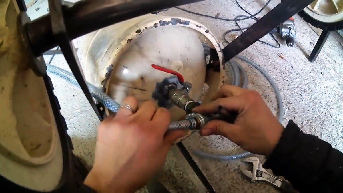 Как сделать пескоструйный аппарат из маленького газового баллона