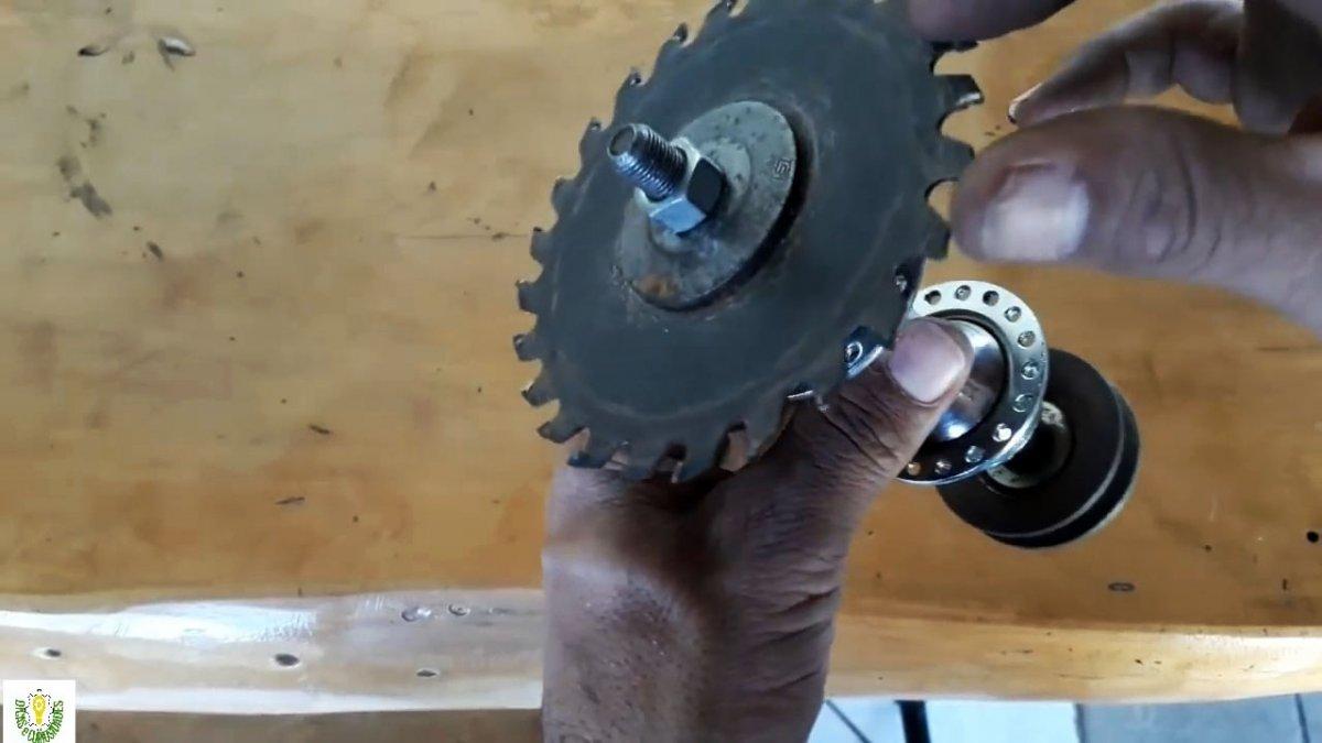 Циркулярный станок из велосипедной втулки и двигателя стиралки