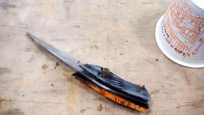 Как сделать нож из сломанных ножниц
