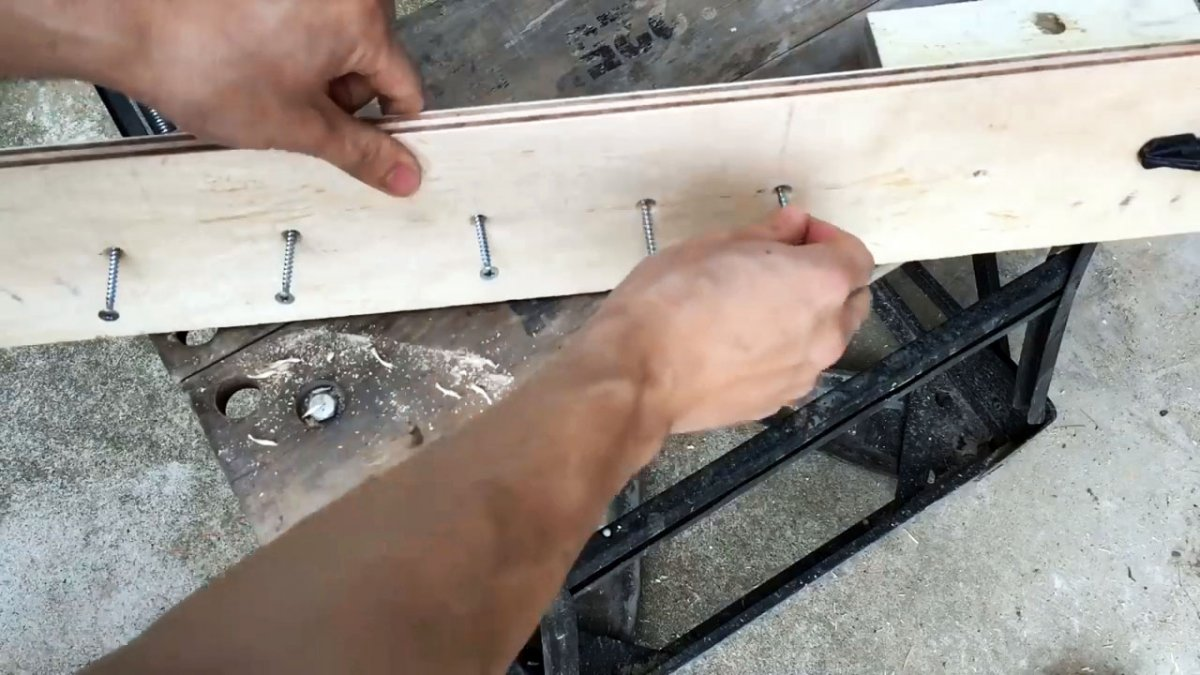 Этот токарный станок из дрели может сделать каждый за 10 минут