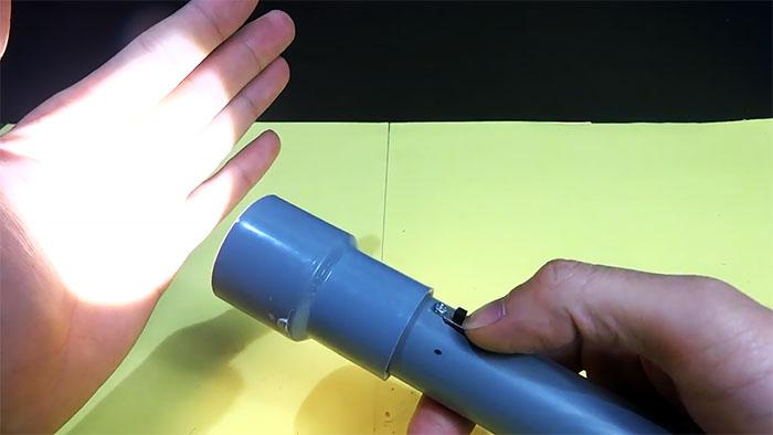 2 в 1: Мощный фонарик - Power bank из ПВХ трубы своими руками