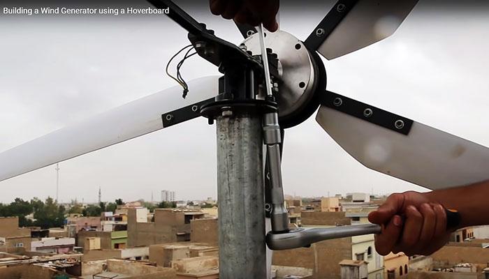 Ветряк из старого гироскутера и водопроводной трубы