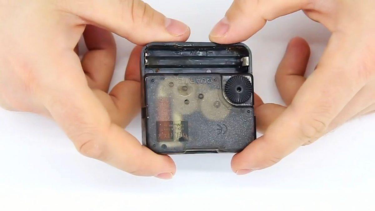 Самоделка из механизма кварцевых часов: полицейский стробоскоп