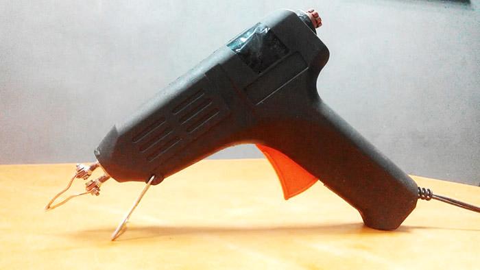 Моментальный паяльник из клеевого пистолета и энергосберегающей лампы