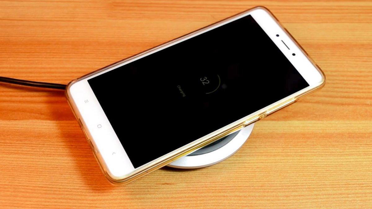 9 полезных самоделок из смартфона